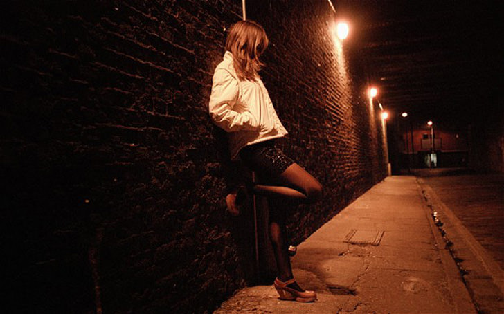 AP9R3J prostitute on street POSED BY MODEL