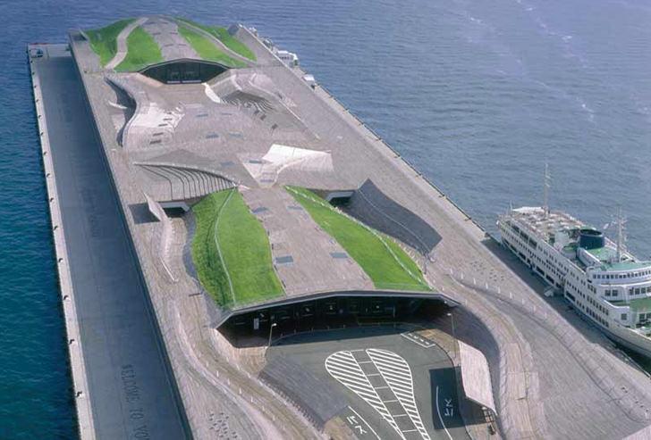 The Yokohama Cruise Terminal and the Hokusai Wave: