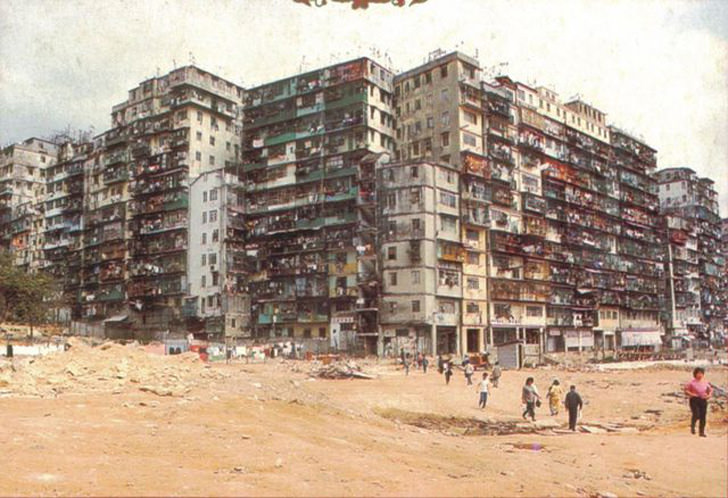 kowloon-walled-city-rubbish-alley3