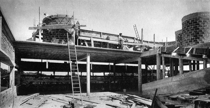 villa savoye france under construction