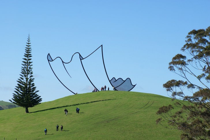 sculpture-new-zealand-cartoon-field-drawing-line-nature