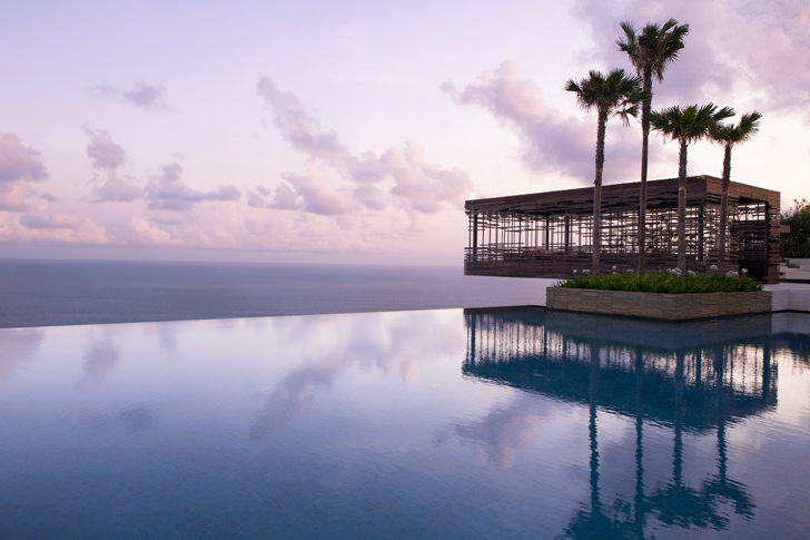 alila villa sulu watu cliff edge sunset cabana negative edge zero edge infinity pool disappearing edge vanishing edge pool