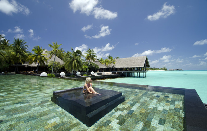 reethi rah maldives pool beach negative edge zero edge infinity pool disappearing edge vanishing edge pool