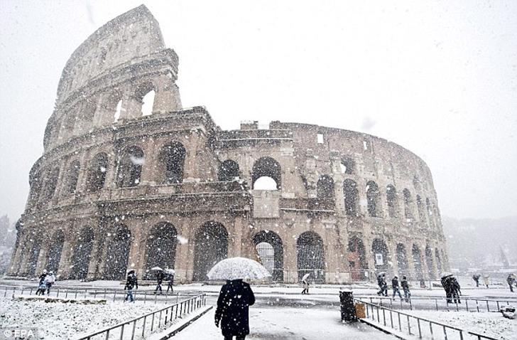 colloseum rome snow